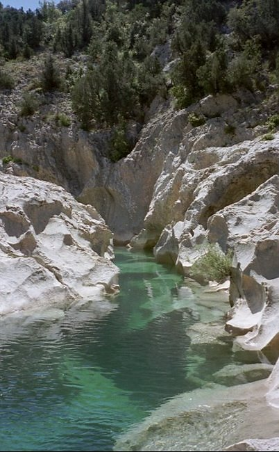l'eau cristallinedes canyons de la sierra de guara
