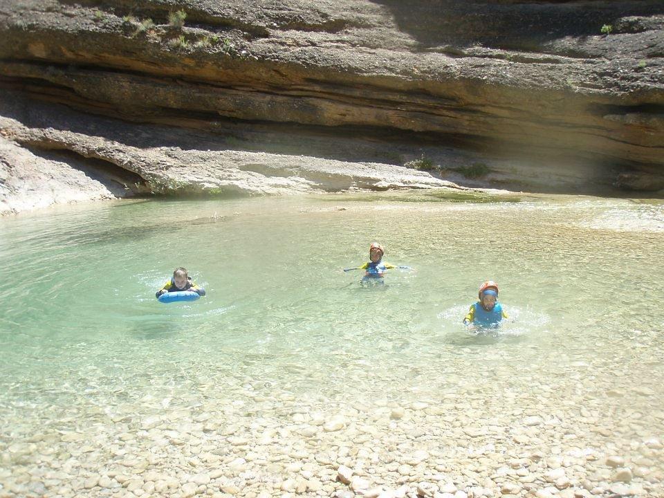 piscine naturelle dans les canyons de la sierar de guara
