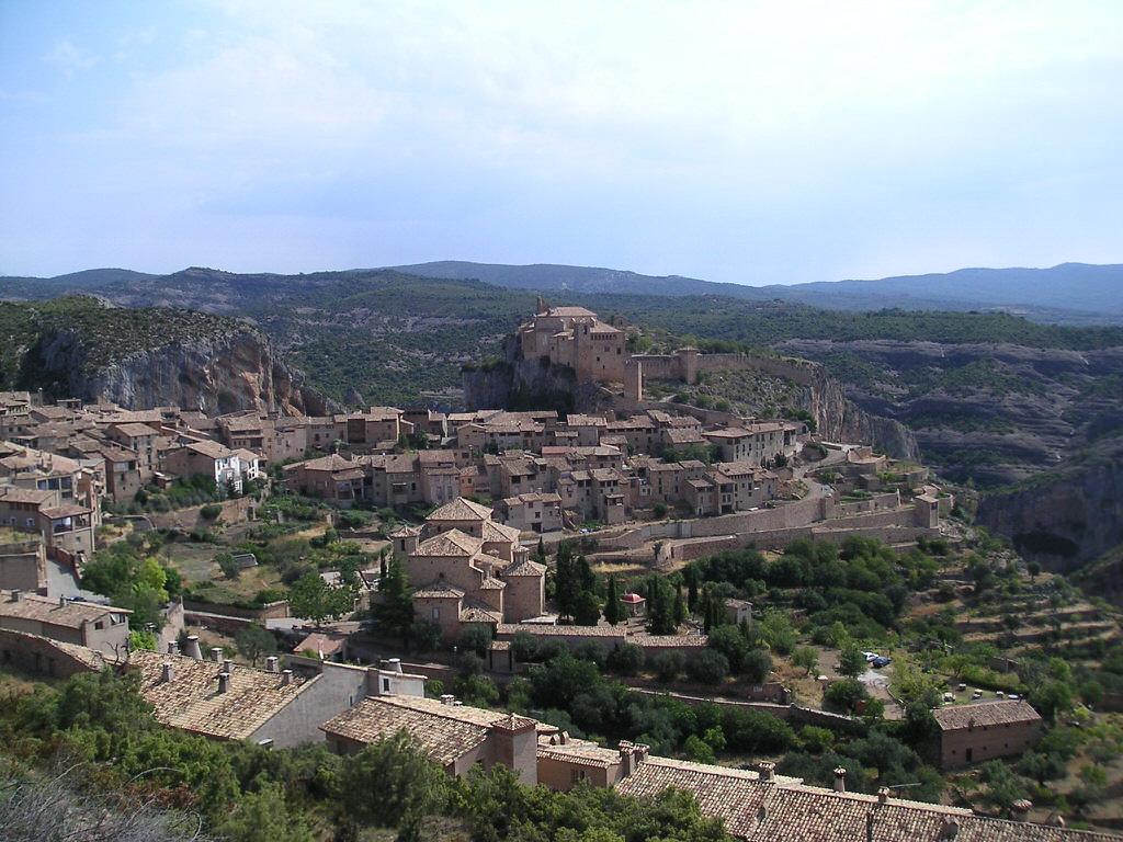 vue du village d'Alquezar en sierra de guara